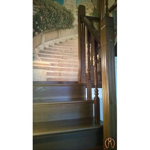 Ограждение лестниц из массива дерева