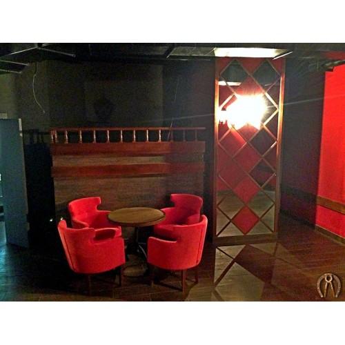 Стеновые панели с зеркалами, стойка, декор ресторана