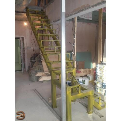 Металлокаркас лестницы в квартиру