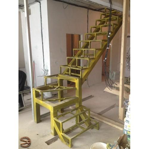 Металлокаркас лестницы в двухуровневую квартиру