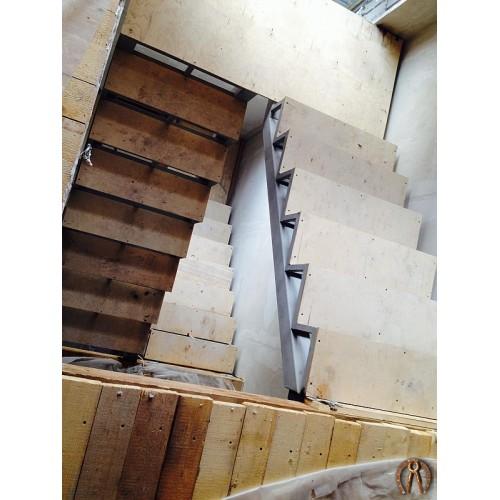 Металлокаркас лестницы под обшивку 4 этажа