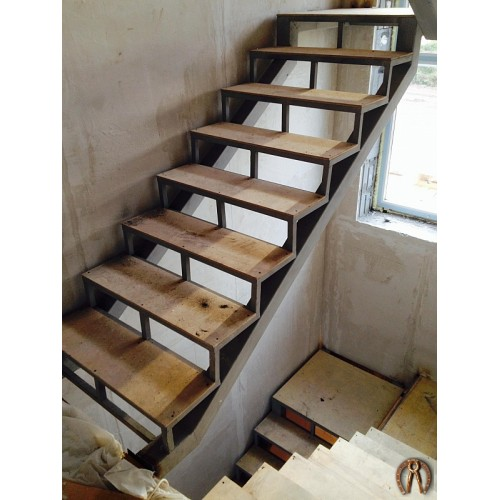 Металлокаркас лестницы под обшивку 3 этажа