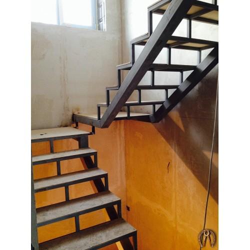 Металлокаркас лестницы под обшивку 2 этажа