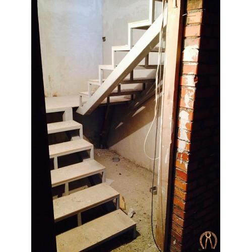 Металлокаркас лестницы под обшивку 1 этажа