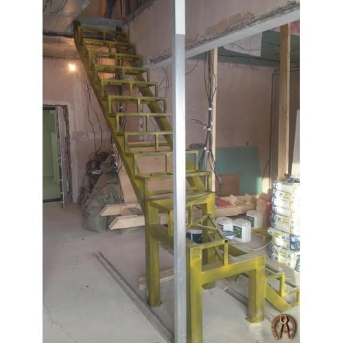 Металлокаркас лестницы в двухуровневую квартиру - 2