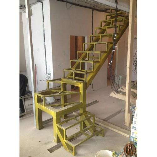 Металлокаркас лестницы в двухуровневую квартиру - 1