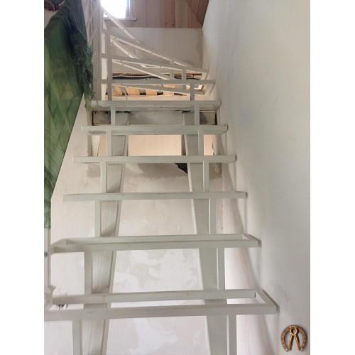 Металлокаркас лестницы под открытые ступени - 1