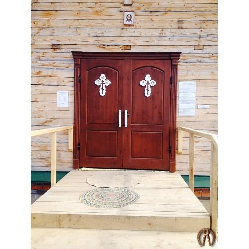 Стальные двери в храм с накладками из массива