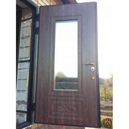 Двери в дом со стеклопакетом и ковкой
