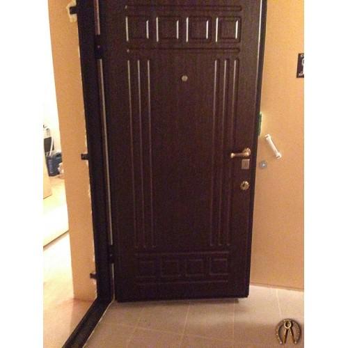 Металлические двери с внутренней накладкой