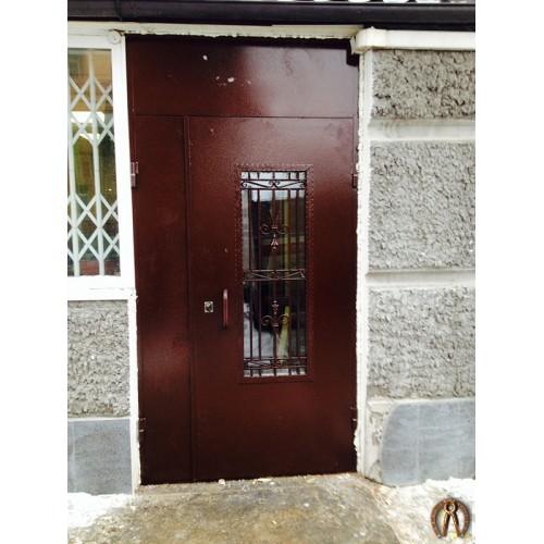 Двери в офис с ковкой