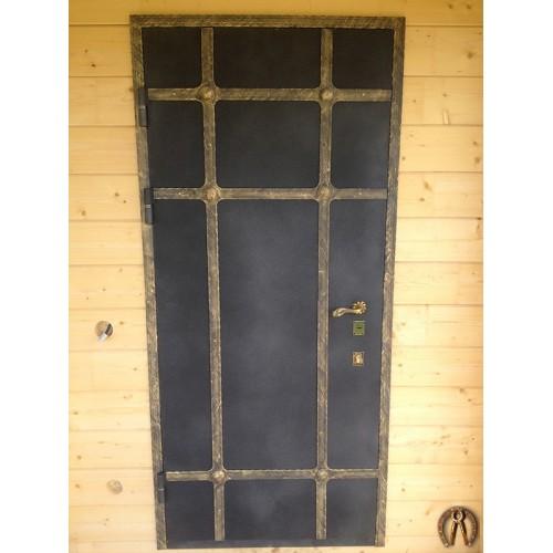 Двери металлические в деревянный дом 1