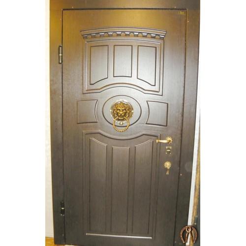 Элитная стальная дверь с объемной накладкой и львом с кованой ручкой