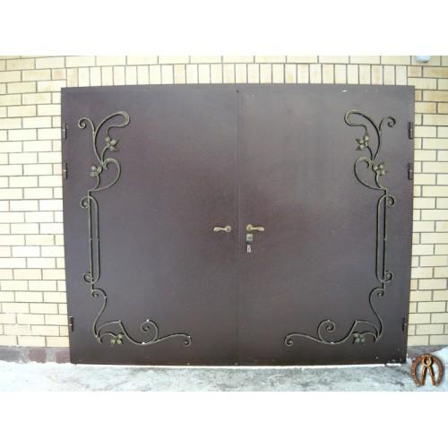 Ворота гаражные с коваными элементами Январский