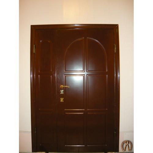 Стальные двери с наружными накладками
