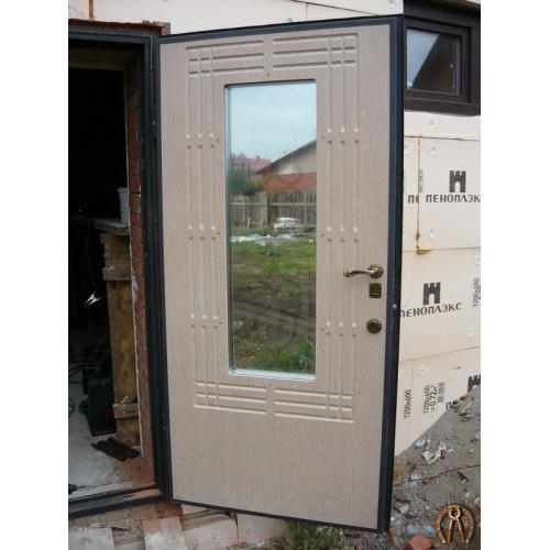 Стальная дверь со стеклопакетом и ковкой накладка ЛМДФ Венге светлый