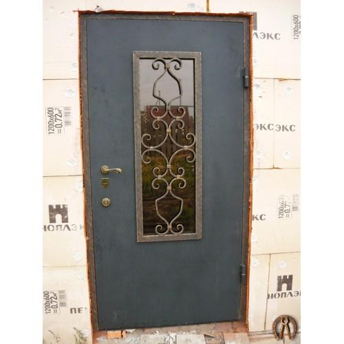 Стальная дверь со стеклопакетом и ковкой 2