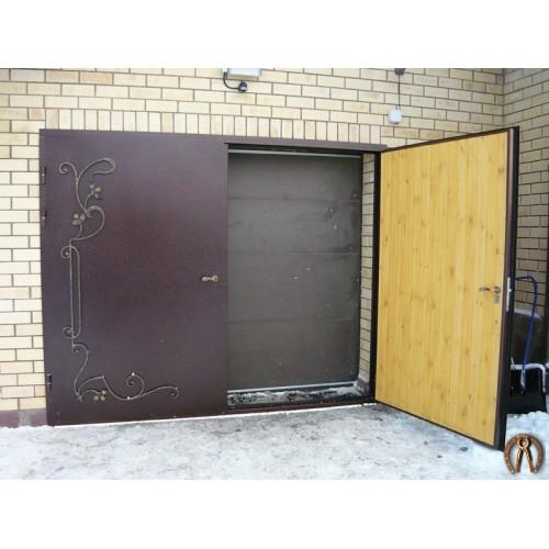 Гаражные ворота с внутренней отделкой