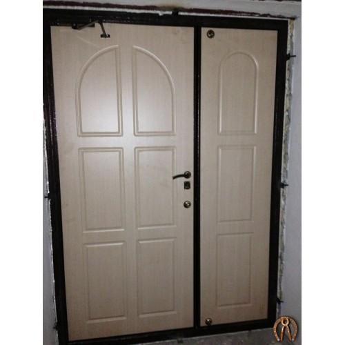 Двуполая стальная дверь накладки фрезерованый ЛМДФ Беленый дуб