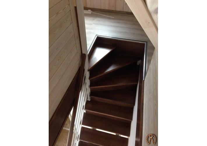 Лестница на металлокаркасе. Ступени из массива