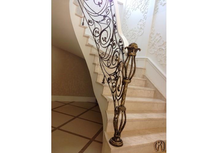 Кованое ограждение для монолитной лестницы