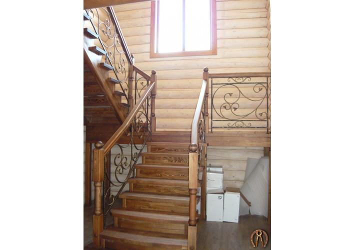Лестница с коваными вставками. Пальники