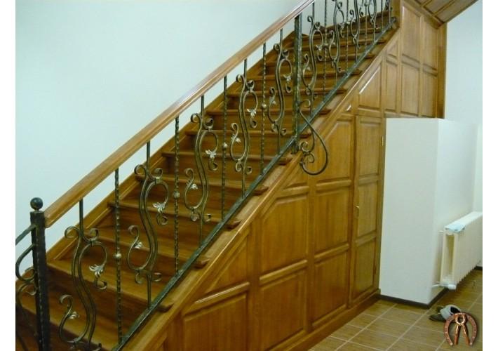 Лестница из массива. Пальники