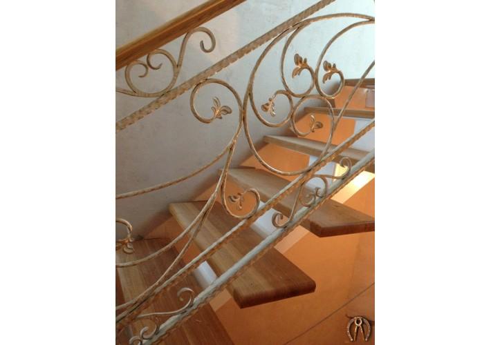 Лестница - ступени из массива ясени на одном косоуре. Муллы