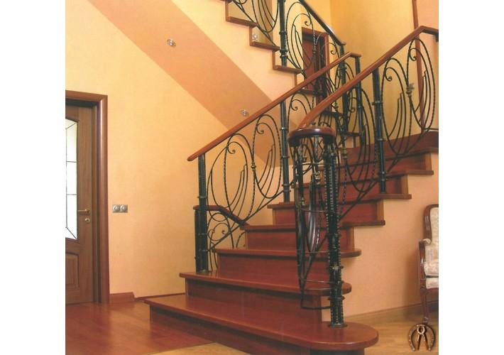 Лестница - ступени из массива дерева
