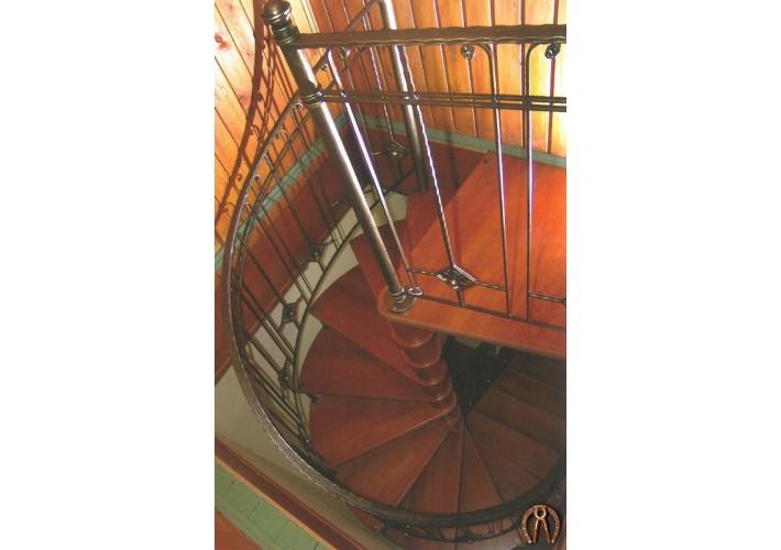 Лестница полувинтовая