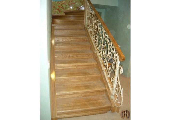 Лестница из массива ясеня. п.Юг