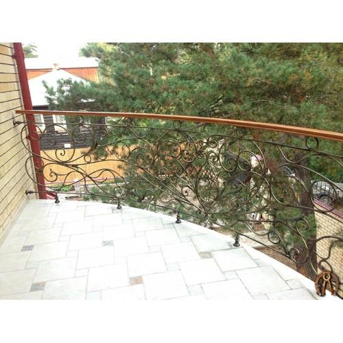 Кованое ограждение балкона с поручнем
