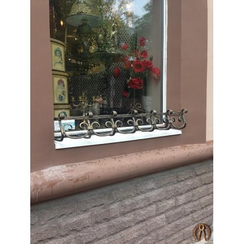 Кованые цветочницы на окно