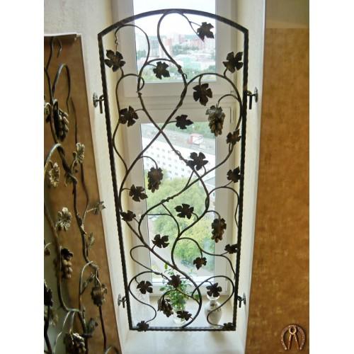 Кованая решетка с виноградной лозой