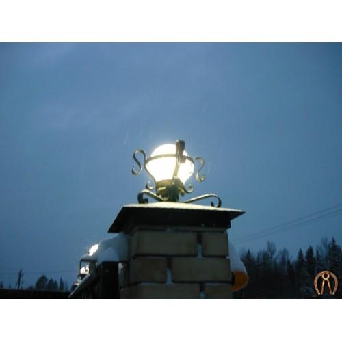Оголовок кирпичного столба с фонарем
