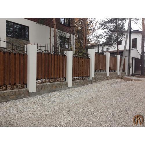 Забор с кованым декором